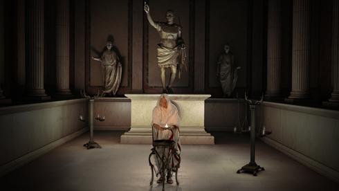Un rituel de divination dans la Maison Carrée, Héros de Nîmes de François Garnier, Culturespaces 2006, production exécutive AmaK.